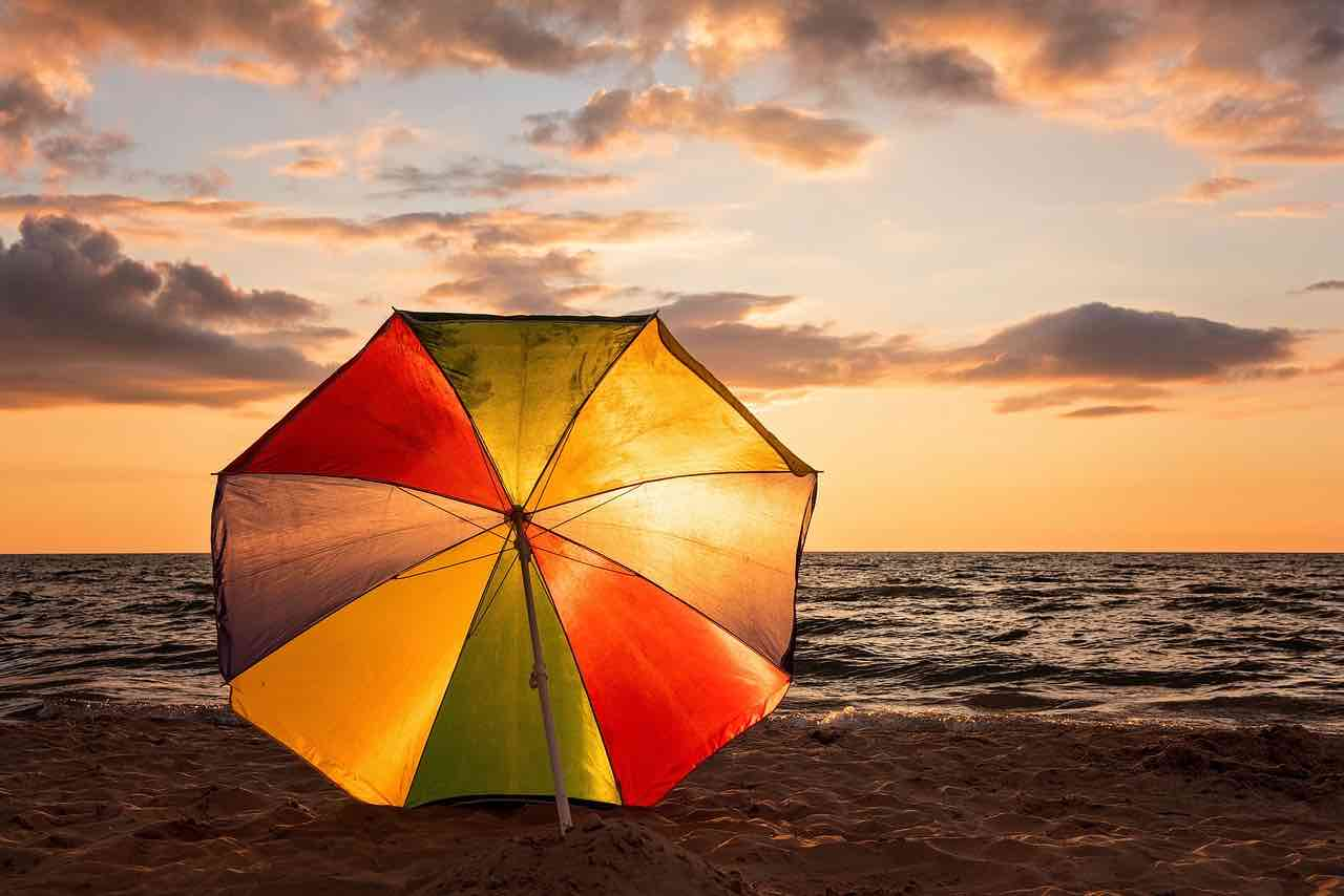 Un parasol inclinable pour la plage