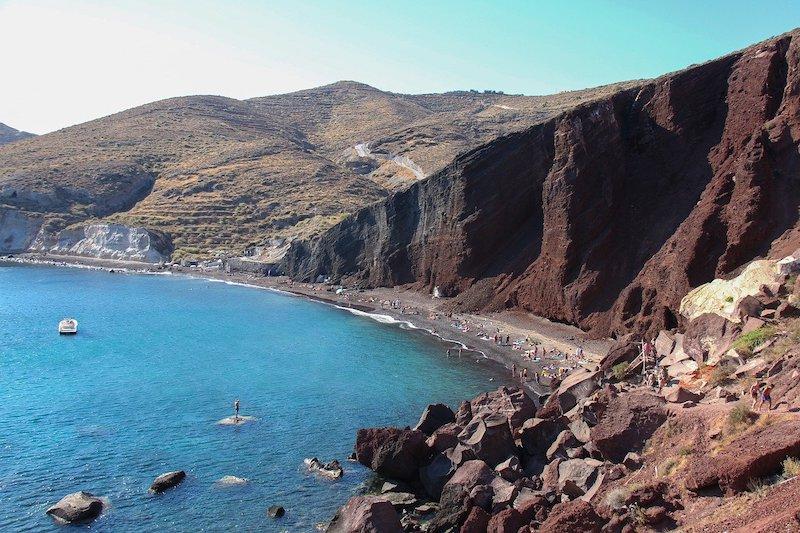 La plage rouge à Santorin