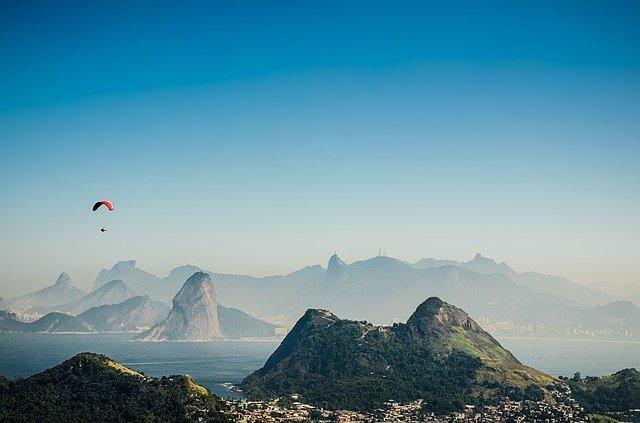 Activité de parapente au Brésil