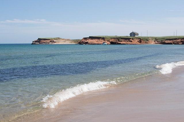 Une plage sur l'île de la Madeleine au Canada